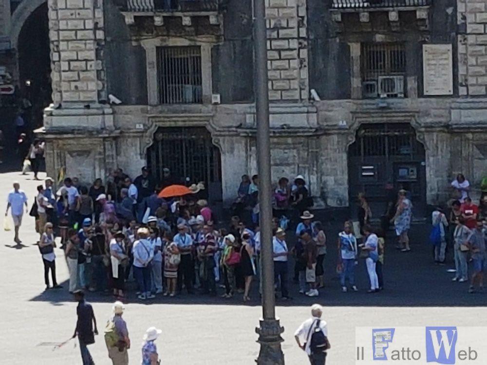 Turismo: arrivano le navi, Catania invasa da migliaia di crocieristi