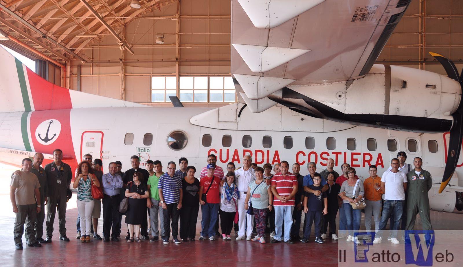 Catania: il villaggio San giuseppe dell' I.C.A.M. (Istituto Catechistico Annunciazione di Maria) in visita alla Base aeromobili della Guardia Costiera