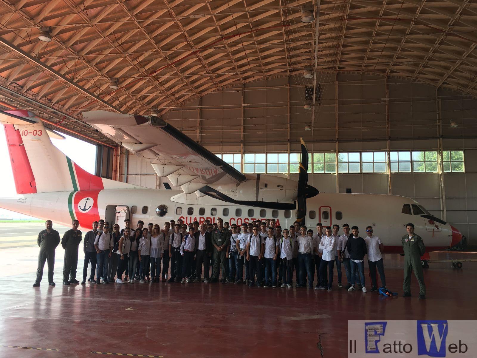 """Catania : l'Istituto """"Ettore Majorana"""" di Gela in visita alla Guardia Costiera"""