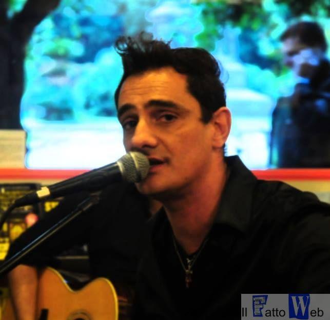Musica, Bagno di folla per Graziano Lobianco tra firmacopie e grandi progetti futuri