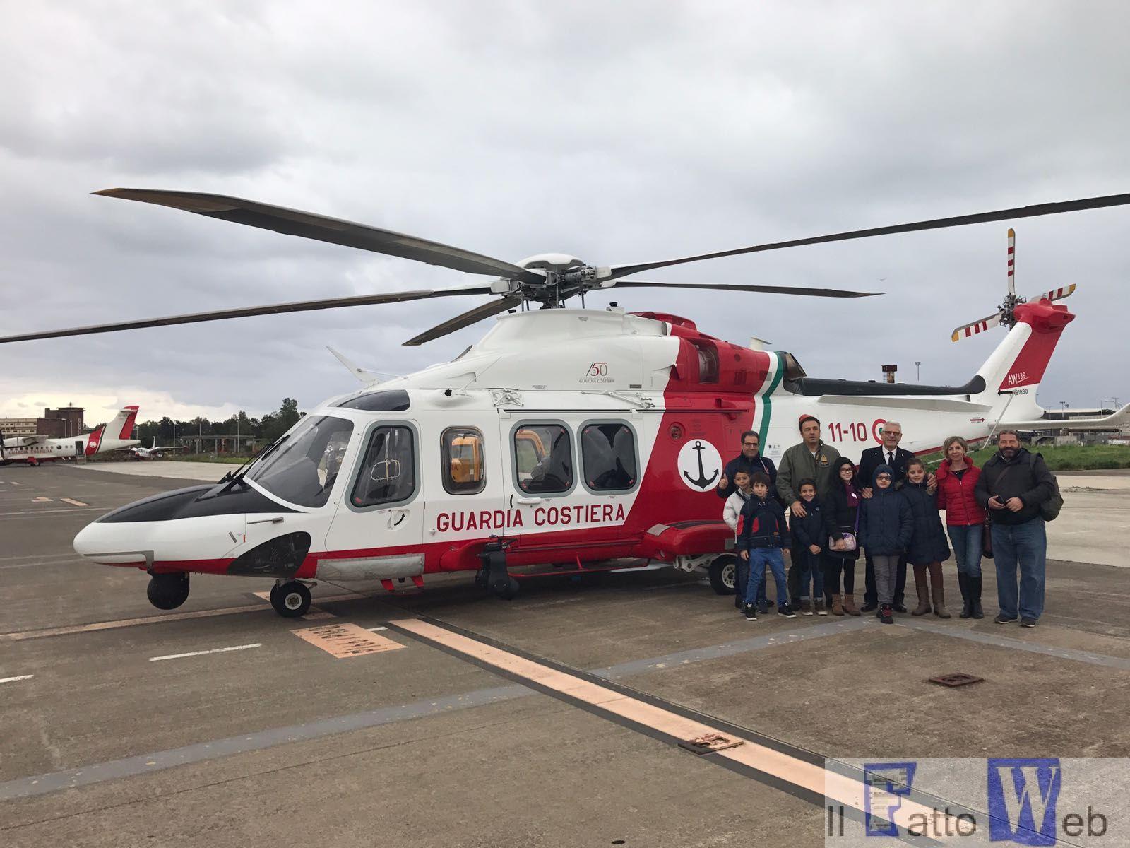 Guardia Costiera istituto Malerba in visita al Nucleo Aereo