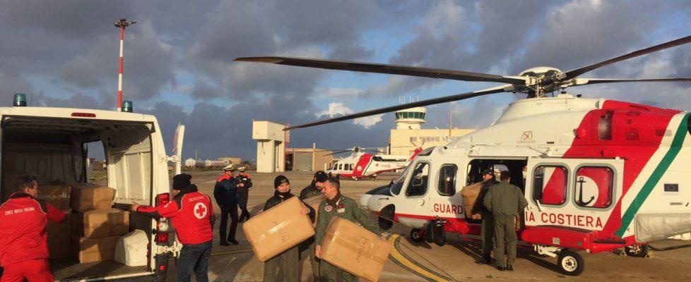 Guardia Costiera : il 2º Nucleo aereo trasferisce coperte a Lampedusa