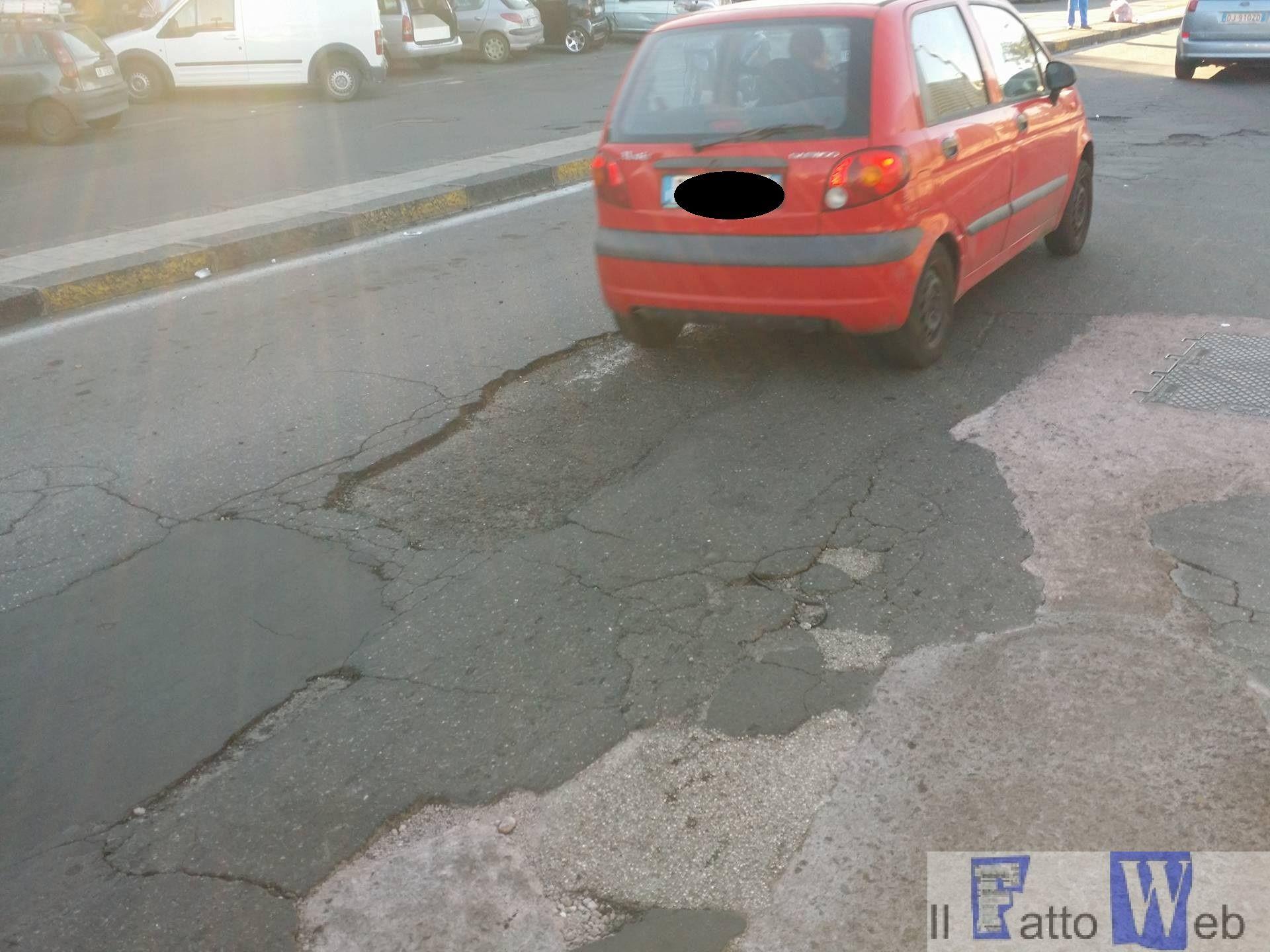 """Catania: """"A.A.A. manto stradale cercasi"""""""