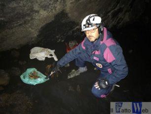 Scoperte armi in una grotta sull'Etna