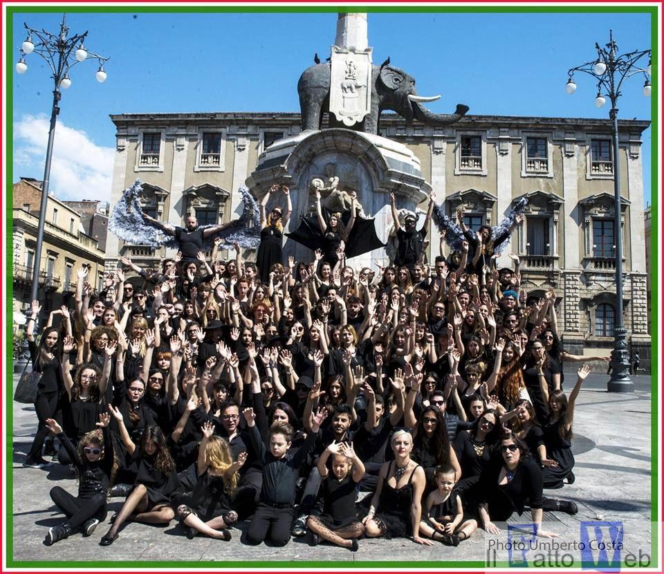 La protesta degli allievi dell'Accademia di Belle Arti di Catania contro La morte della cultura nella società di oggi