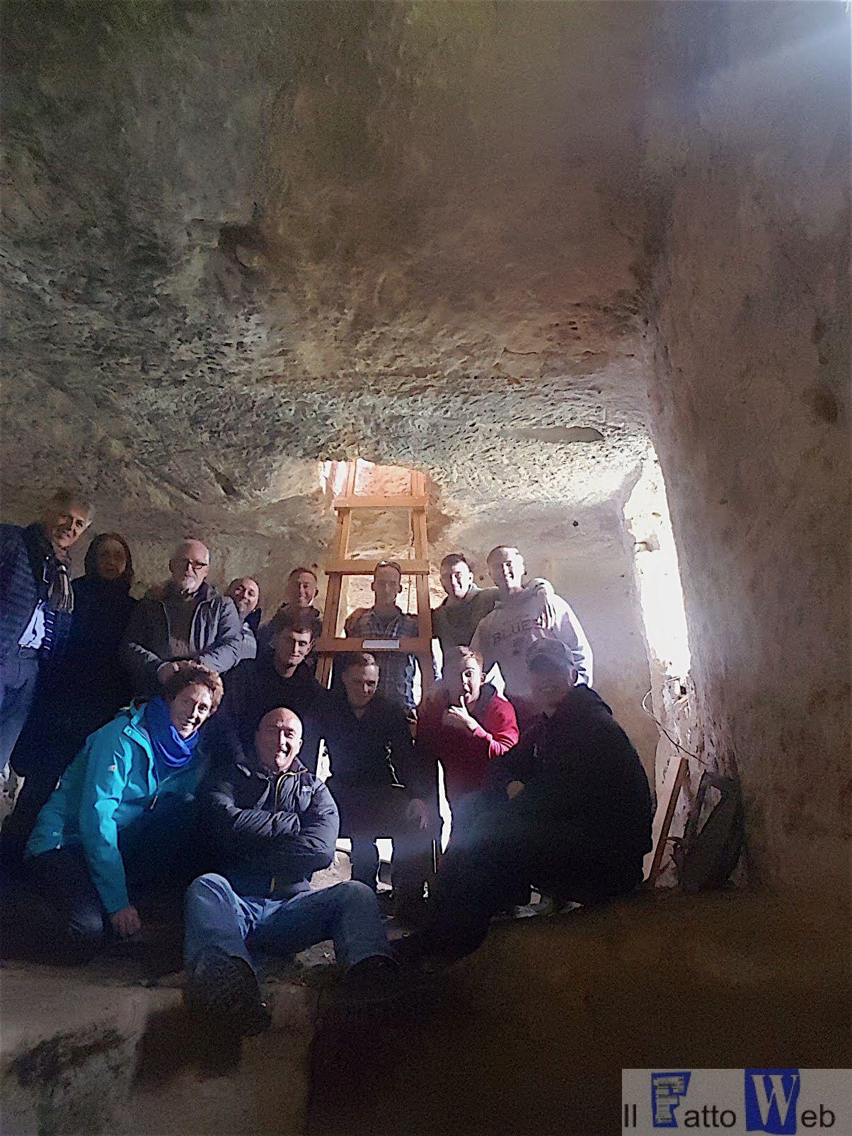 Marines di Sigonella donano una scala Parco Archeologico di Cava d'Ispica