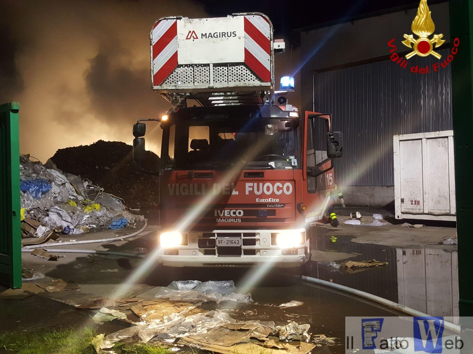 Alla Sicula trasporti scoppia un incendio in un impianto di stoccaggio di rifiuti