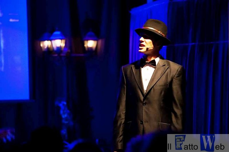 "All'Ambasciatori tra passione e musica in scena la commedia musicale ""Sinatra, The Voice"""