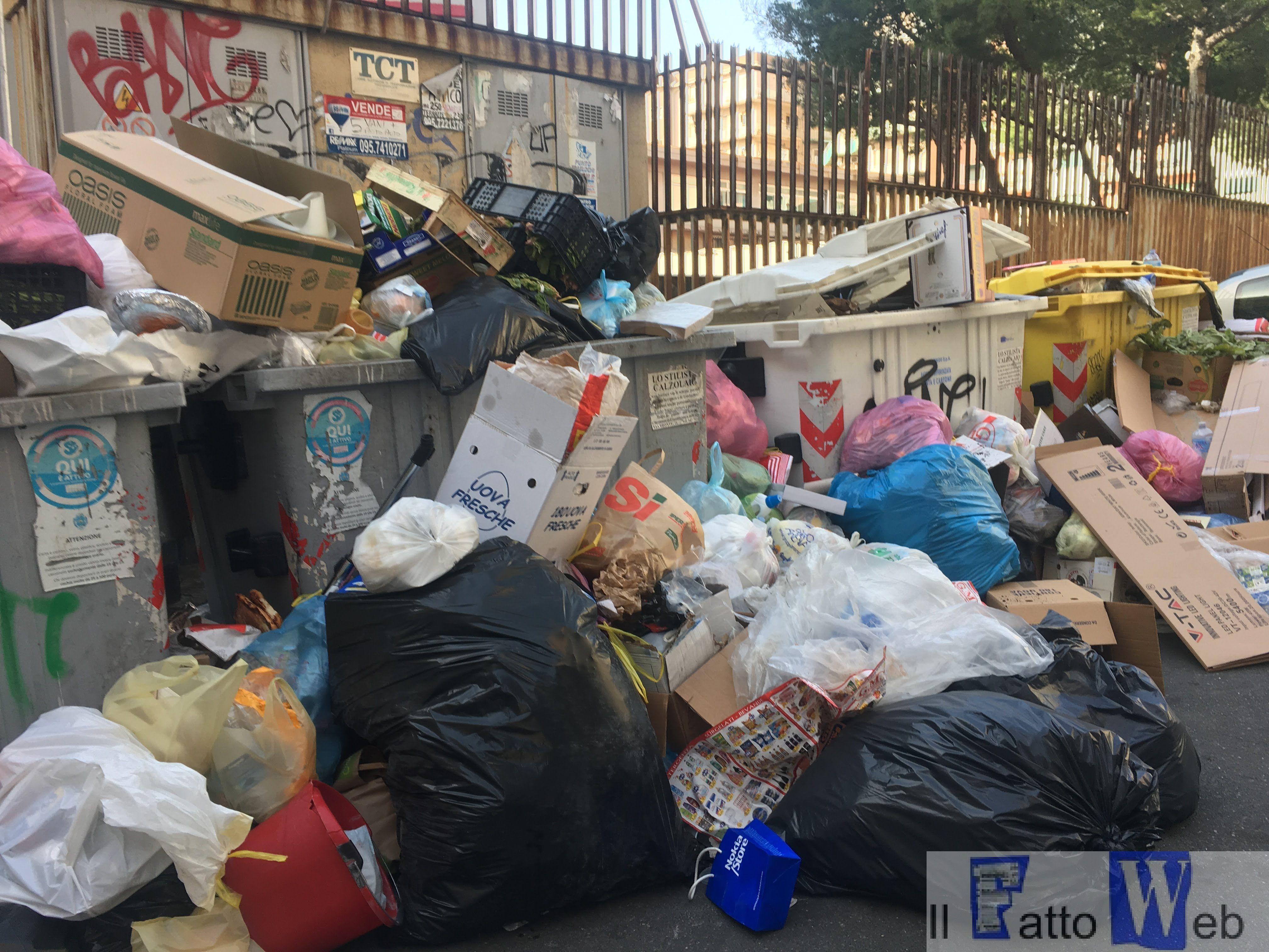 """#CataniaFaiDaTe """"Le strade della città piene di rifiuti"""""""