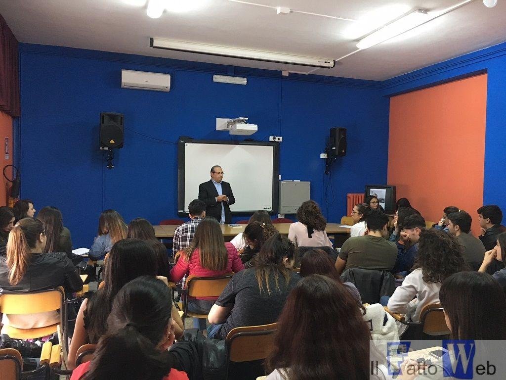 """""""Il colpo di coda"""": una lezione di storia e di vita per gli alunni del Liceo Classico di Paternò"""