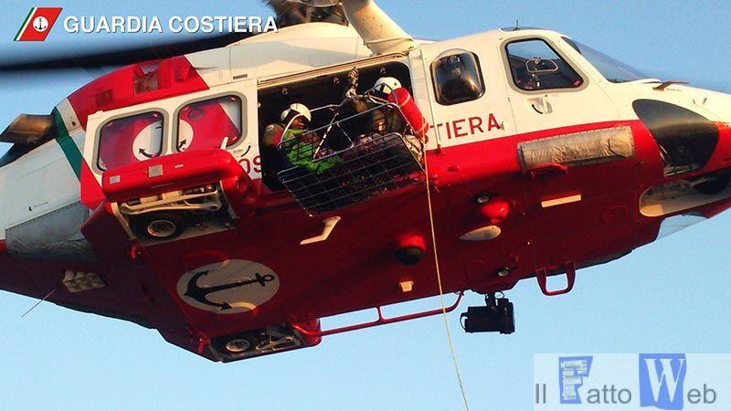 Guardia Costiera soccorre marittimo al largo di Capo Passero.