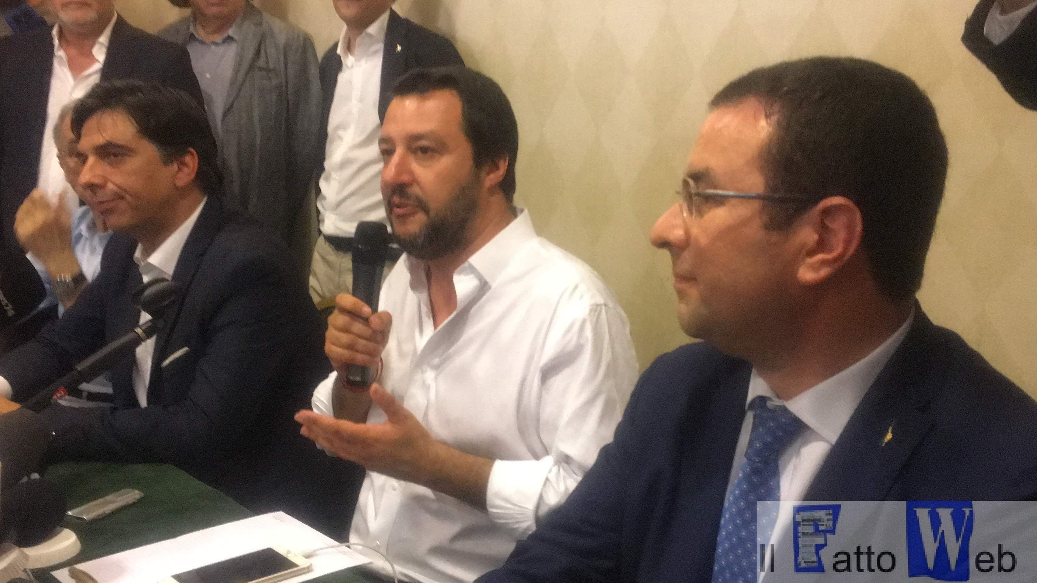 """Salvini, """"L'Europa invece di aiutarci ci dà altri immigrati"""""""