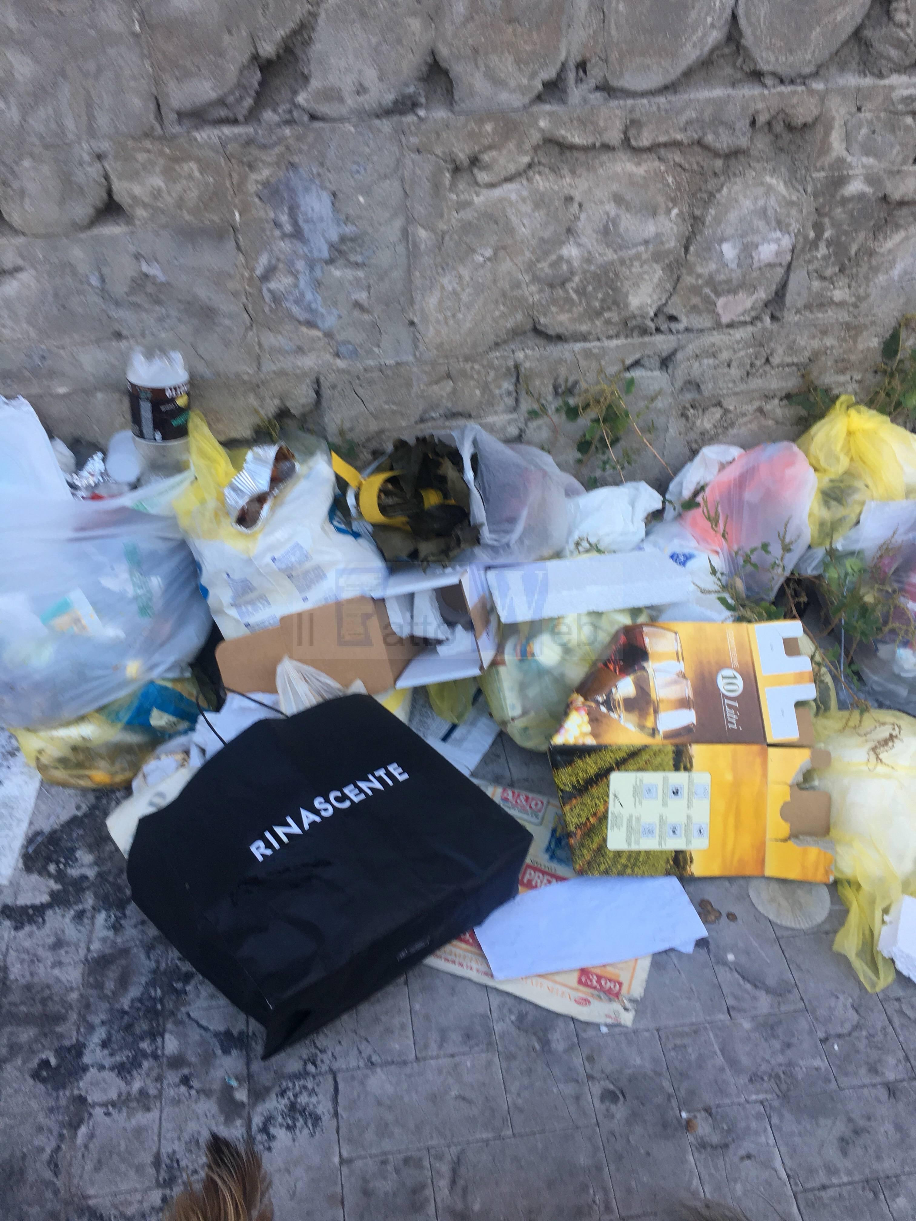 Spazzatura in via Turrisi Colonna, nulla è cambiato