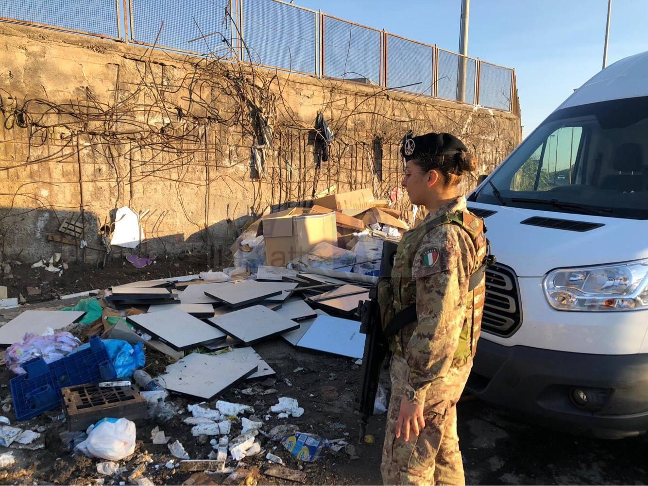 Camionista sorpreso ad abbandonare rifiuti
