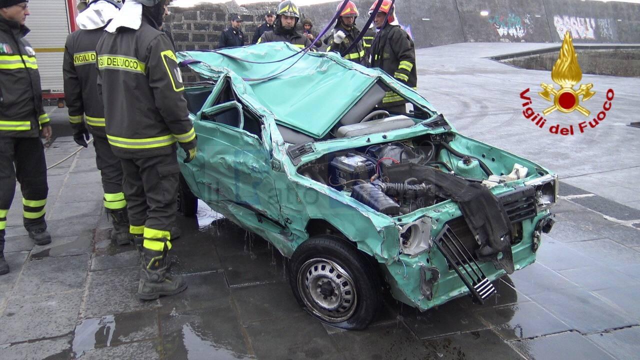 Santa Maria La Scala: recuperata la vettura travolta dal mare