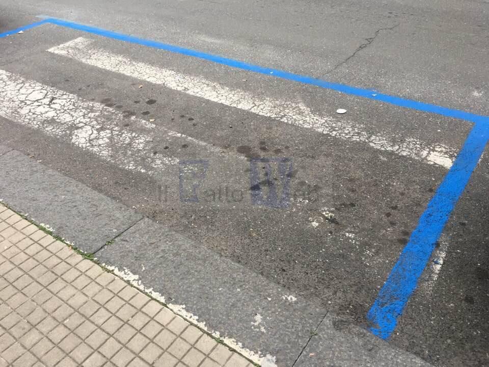 Strisce blu anche sulle strisce pedonali