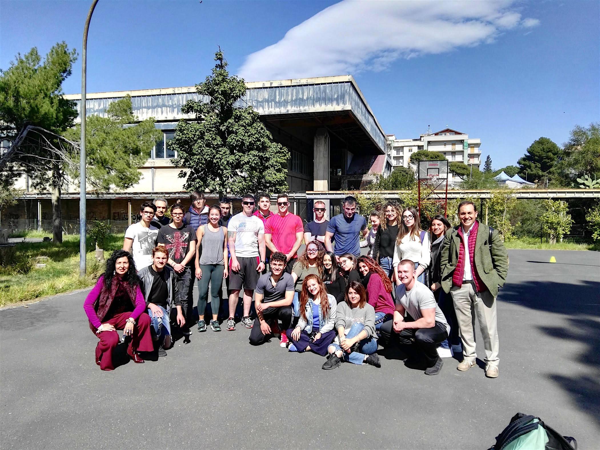Sport e sana alimentazione: Marines di Sigonella incontrano gli studenti del Gemmellaro