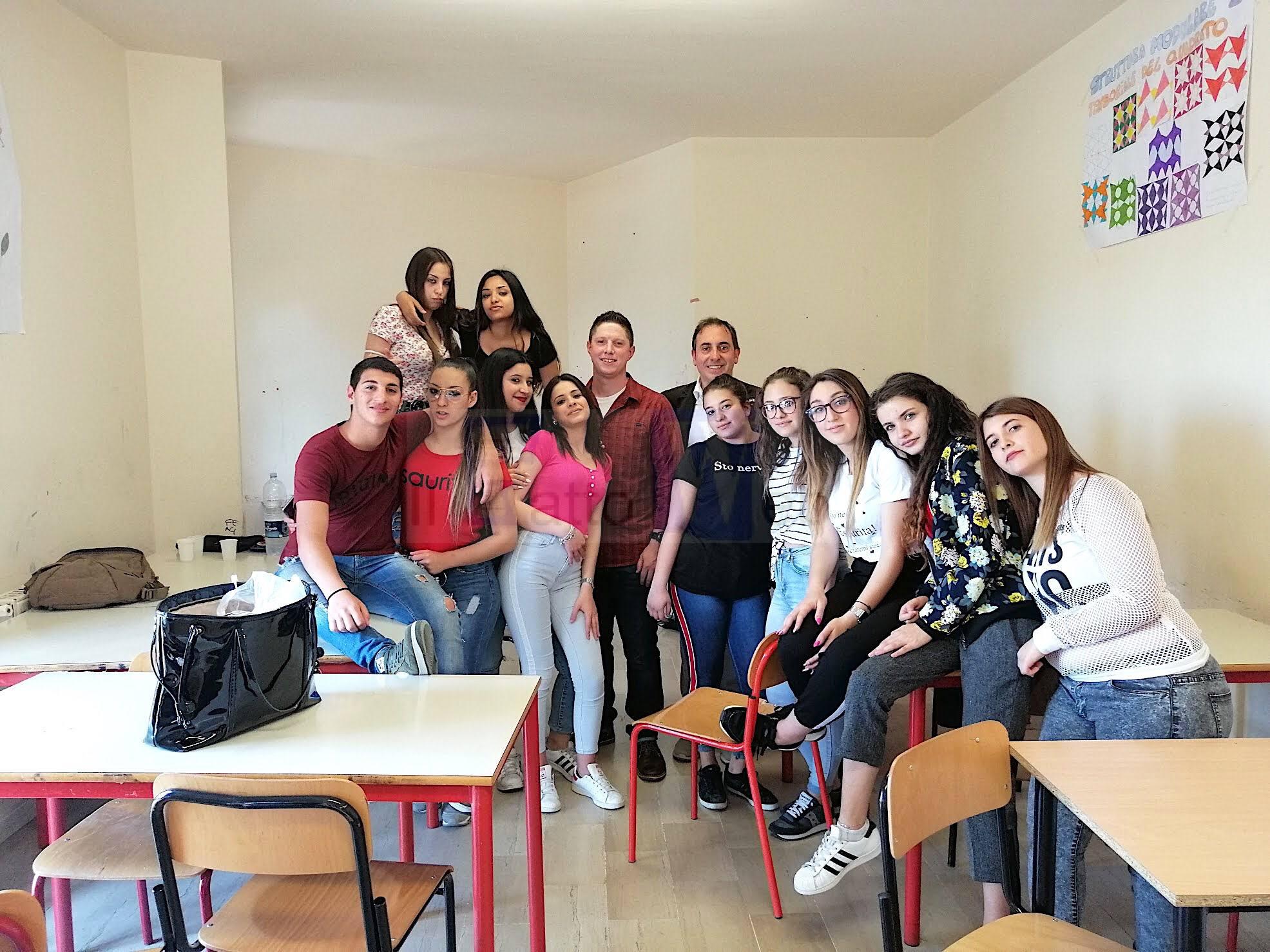 Prevenzione del suicidio: il cappellano americano di Sigonella incontra gli studenti dell'Educational Center di Motta Sant'Anastasia