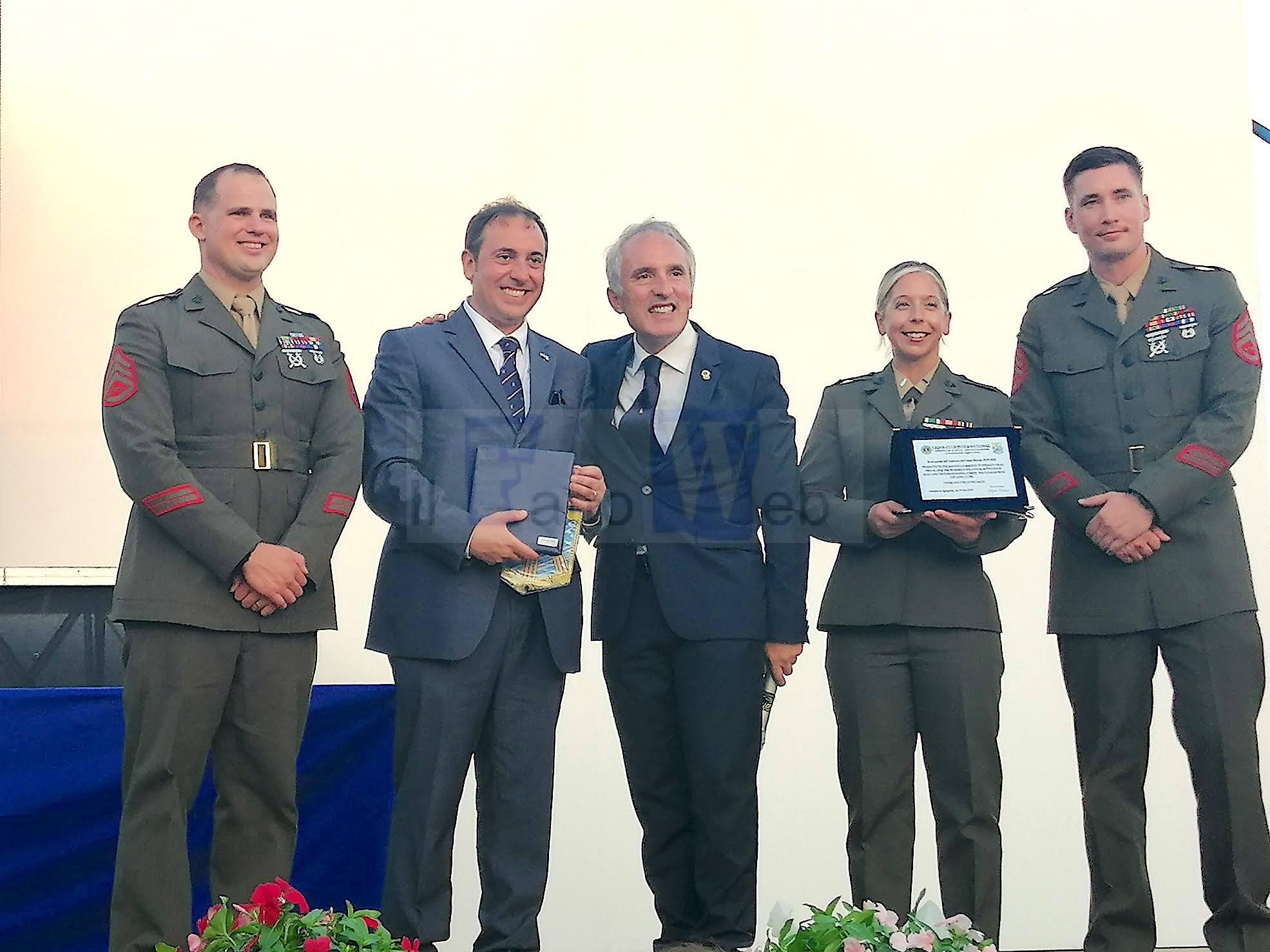 Governatore dei Lions siciliani premia i Marines di Sigonella per l'attività di volontariato civico