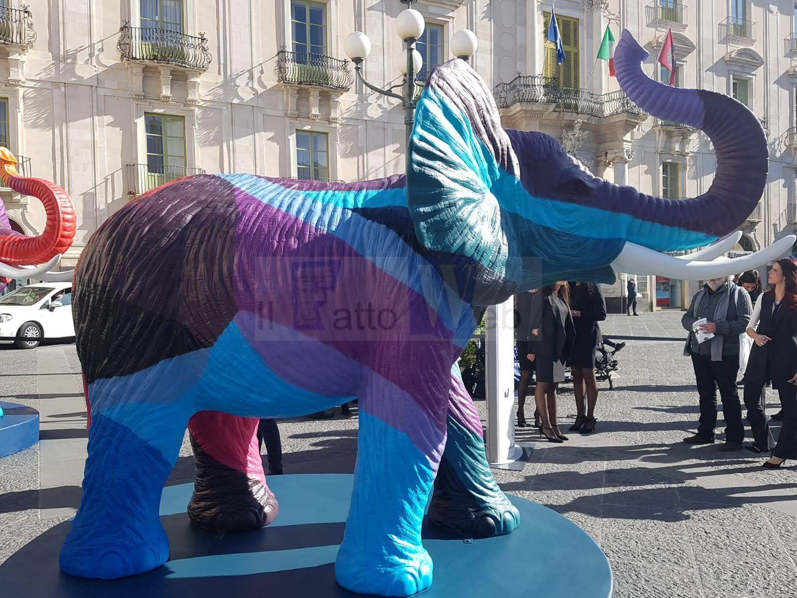 """In Piazza Università i """"Liotri"""" di Salvo Ligama, 4  opere d'arte contemporanea regalate alla città dalla BAT Italia"""