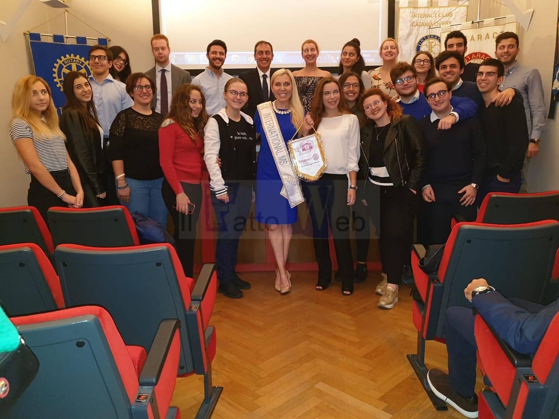 Corinne Devin: dentista militare americana e reginetta di bellezza incontra i giovani del Rotary Catania Ovest