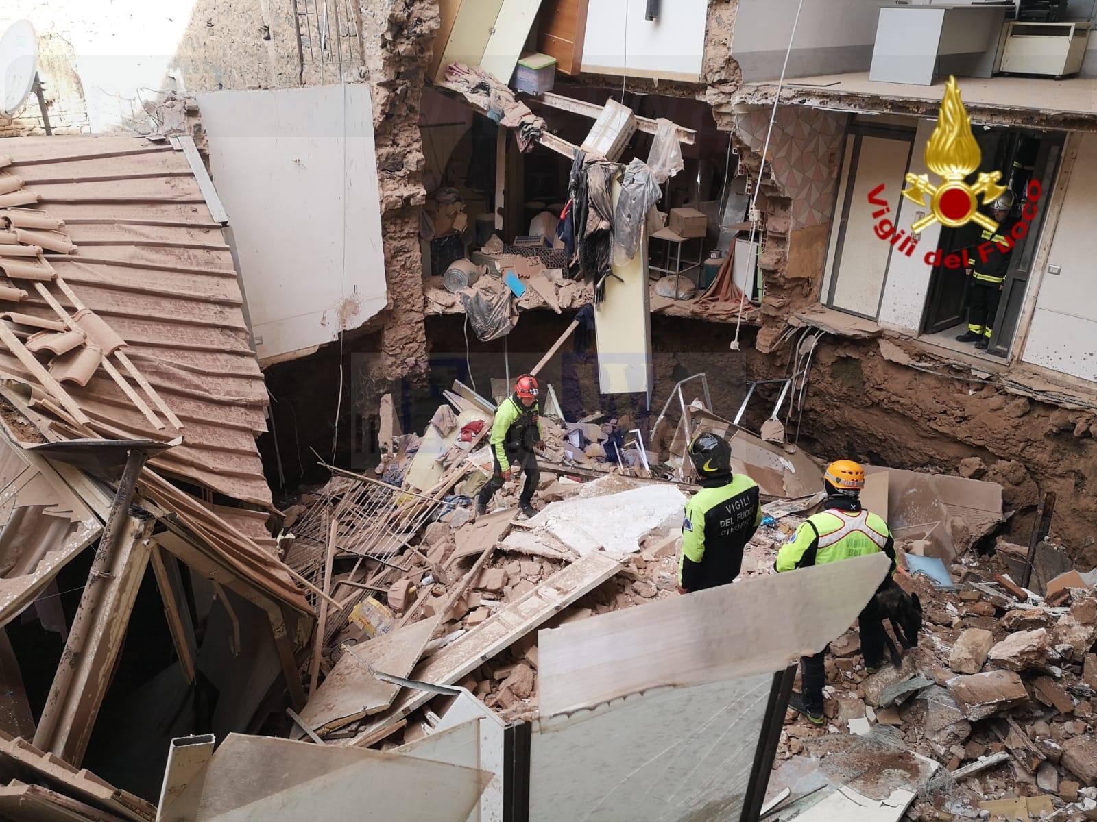 Crollo palazzina, il Comune si fa carico di assistere le famiglie senza casa