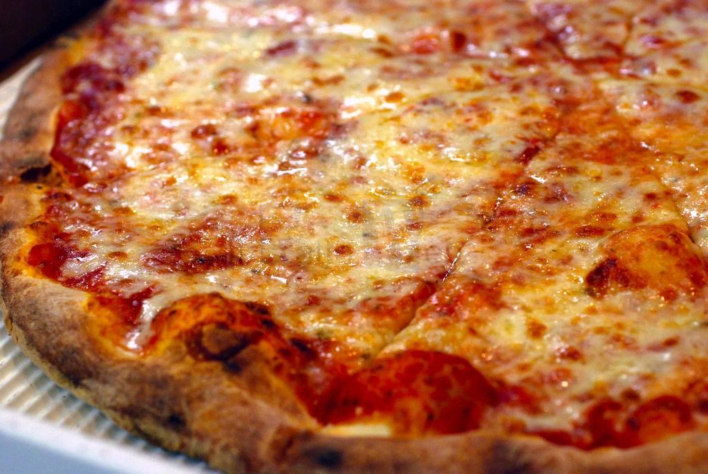 Ristorante dona 70 pizze ai più bisognosi tramite la Misericordia