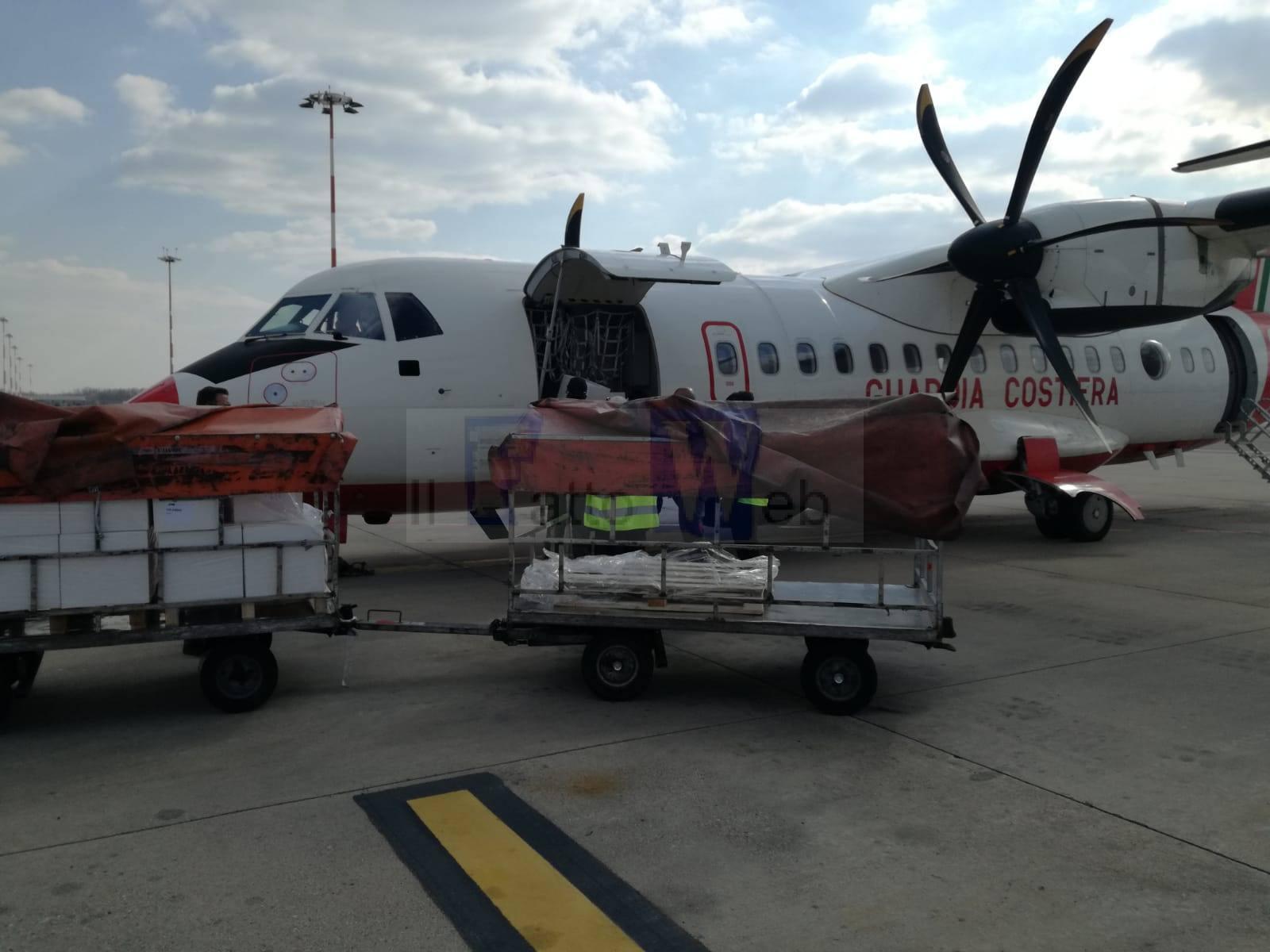 Emergenza Covid-19: l'Atr42 della Guardia Costiera in volo per trasportare materiale a Lamezia Terme e Bari