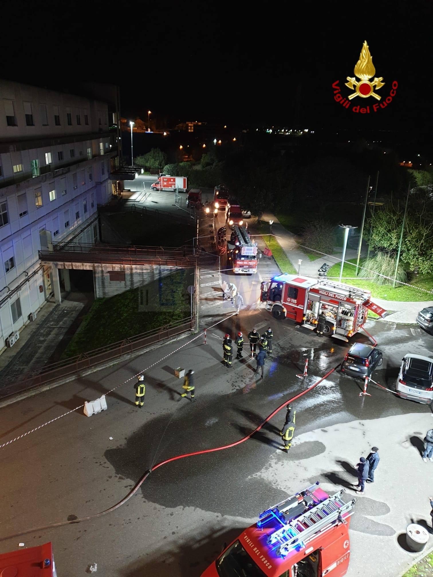 Divampa un incendio all'ospedale di Acireale