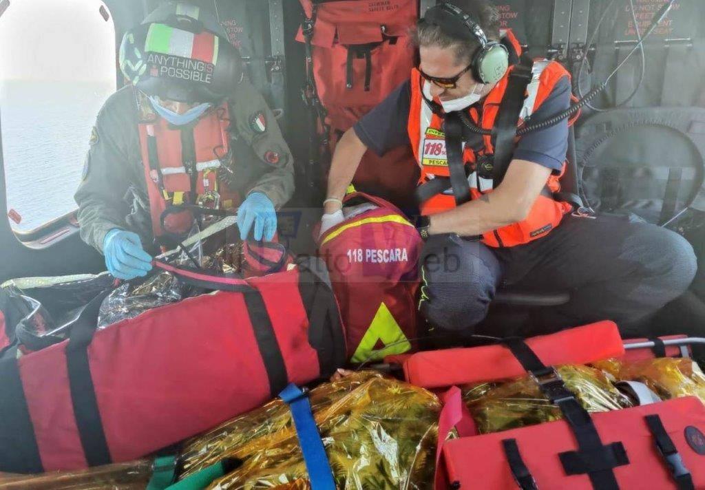Pescara: partorisce a bordo di un traghetto in navigazione, soccorsa da elicottero Guardia Costiera